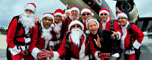 SKYDIVING-SANTAS-580