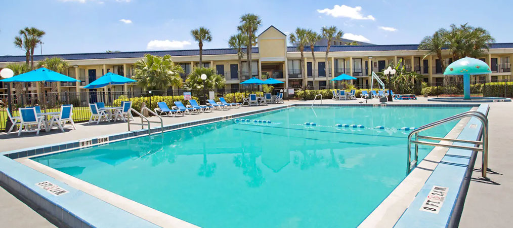 Outdoor Pool at Days Inn