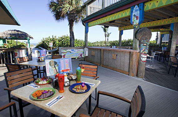 outdoor dining area at International Palms Cocoa Beach