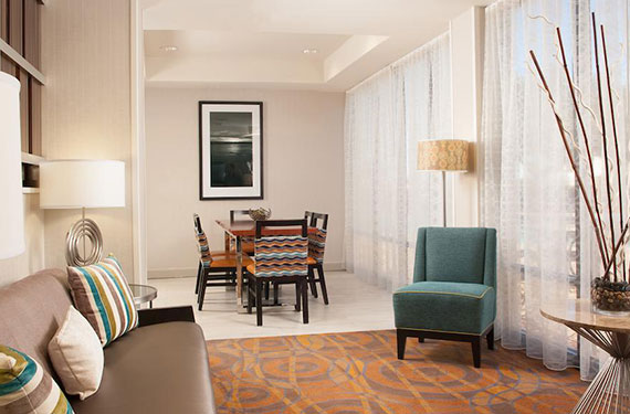 couches, chairs, and dining table at Hampton Inn Orlando Airport hotel 