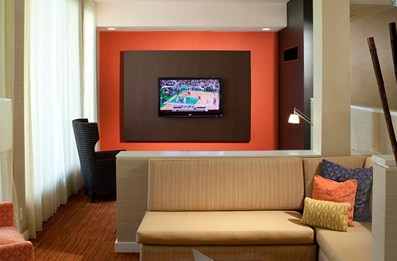 TV and seating area in Courtyard Marriott Orlando Airport hotel