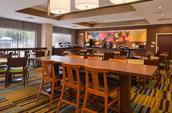 dining tables and chairs at complimentary buffet breakfast buffet at Fairfield Inn Orlando Airport hotel '